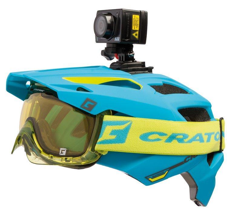 Mit Helmhalterung und genügend Platz für die Goggle unter dem Visier ...