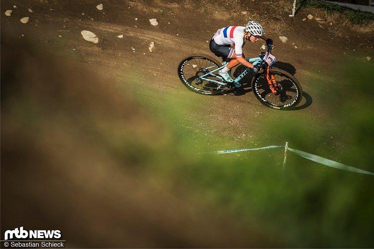 """Im MTB-Gesamtweltcup """"nur"""" die Nummer drei - im Cyclocross ist Evie Richards in der U23-Kategorie die unangefochtene Nummer eins und nun zweimalige Weltmeisterin"""