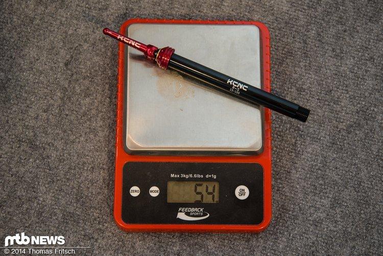Die 15 mm Stechachse für die Gabel wiegt schlanke 54 g und kostet 69,90 €.