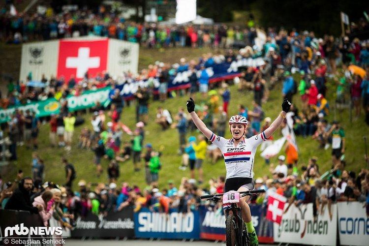 Völlig überraschen gewann Annie Last in Lenzerheide ihren ersten Weltcup. Kurz darauf bestätigte sie dieses Ergebnis bei den Weltmeisterschaften mit dem Gewinn der Silbermedaille. Nun folgt der Wechsel zur französischen Ekoi-KMC SR Suntour-Equipe.