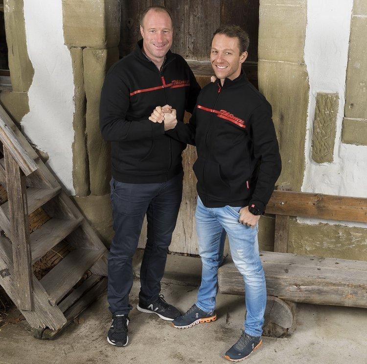 Thomas Binggeli (links) und Ralph Näf unterzeichneten einen Vertrag für die kommenden Saison. Unter Umständen ist ein Engagement von Thömus bis zu den Olympischen Spielen im Jahr 2020 möglich.