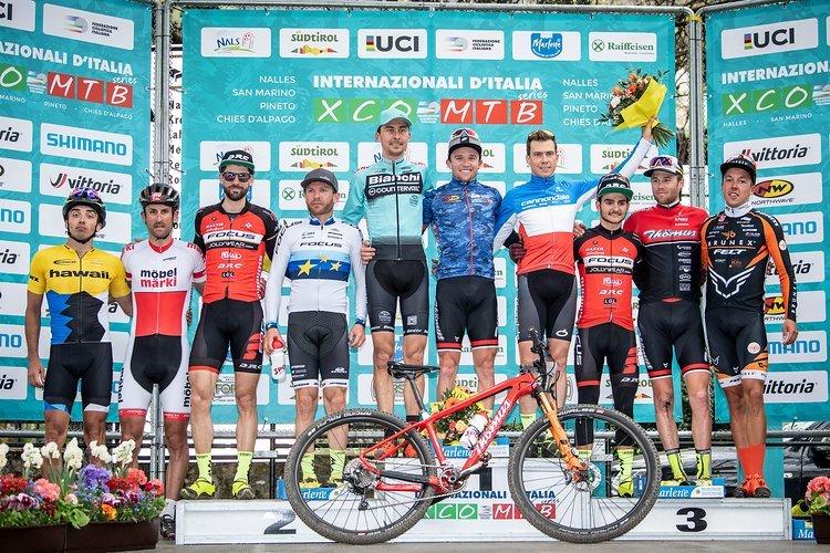 Der Kleinste ganz groß! Matthias Flückiger siegte in Nals vor Stephane Tempier und Maxime Marotte