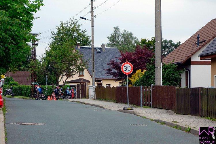 Anstehen für die Citystage durch den Stadtwald von Schöneck - Tempo 30 unbedingt notwendig